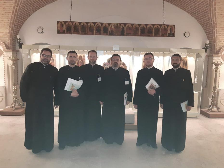 Împreună cu părinții Ceobanu Petru, Mircea Țăpușă, Constantin Patacă, Valentin Cîrlan și Andrei Florariu, reprezentanți ai Protopopiatului Hîrlău la acest seminar