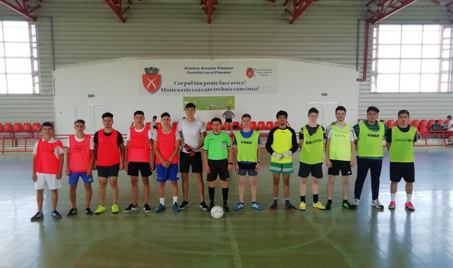 """Echipa Parohiei Feredeni și echipa Parohiei """"Sf. Vasile"""" Hîrlău în faza grupelor (1-0)"""