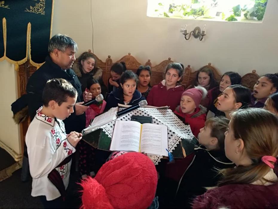 Grupul vocal Hurgheșelul la Sf. Liturghie